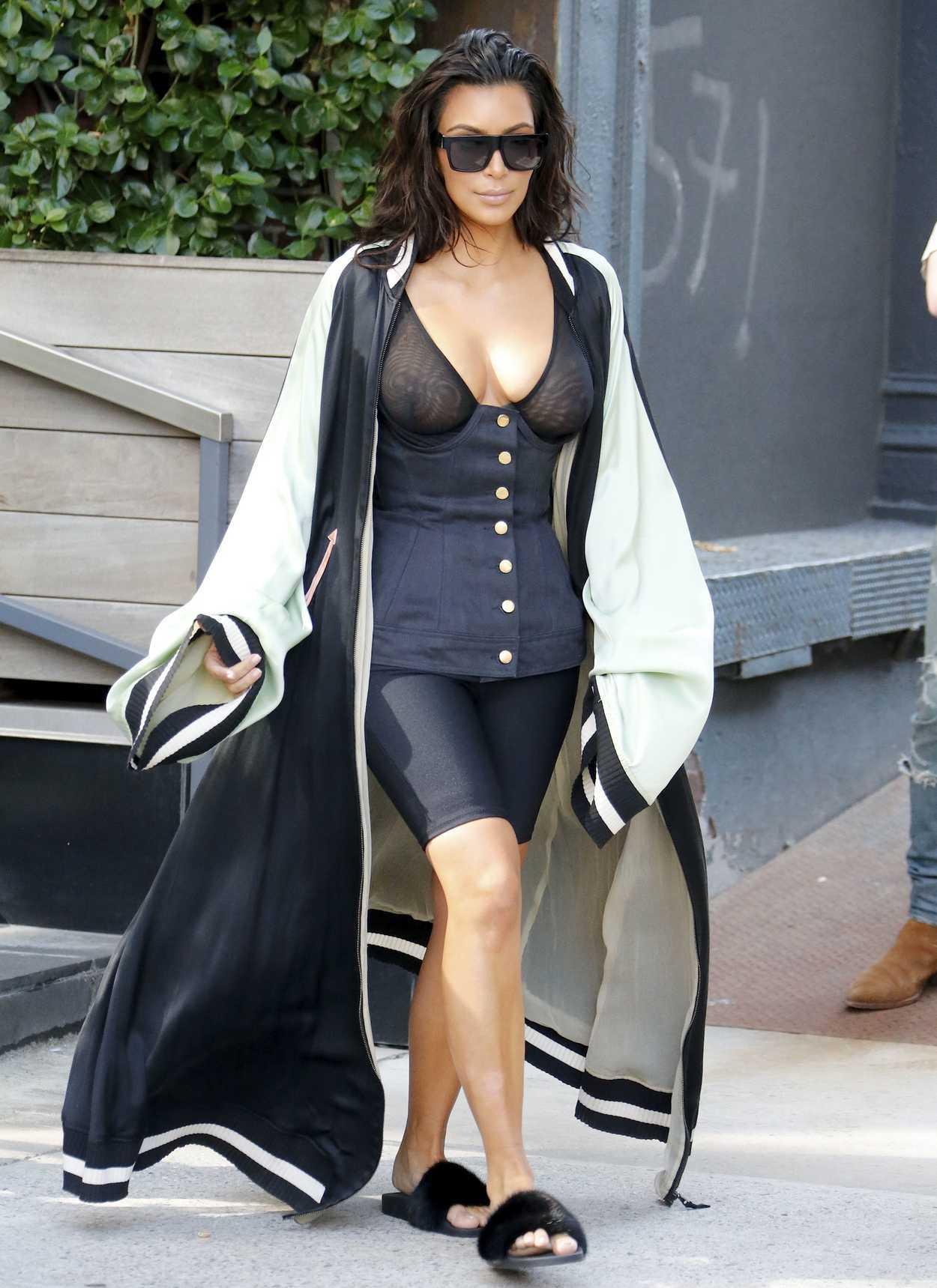 Kim kardashian paseando en nueva york