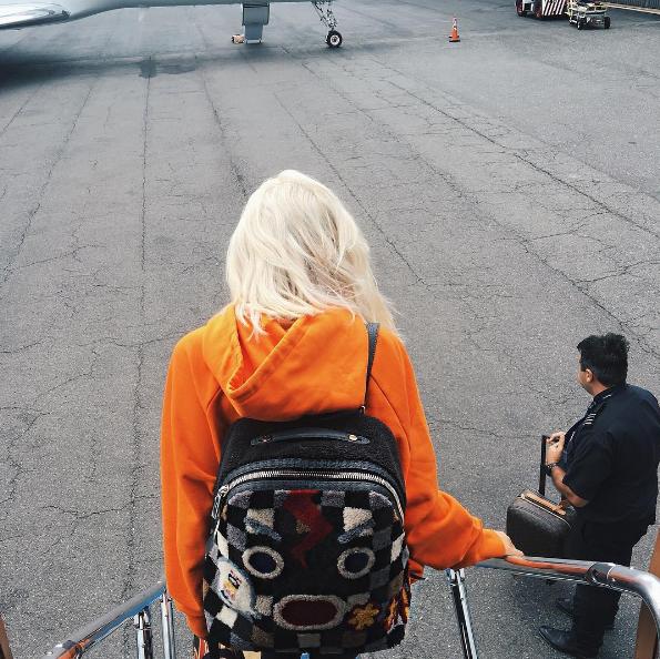 kylie jenner rubia - El cambio de look de Kylie Jenner