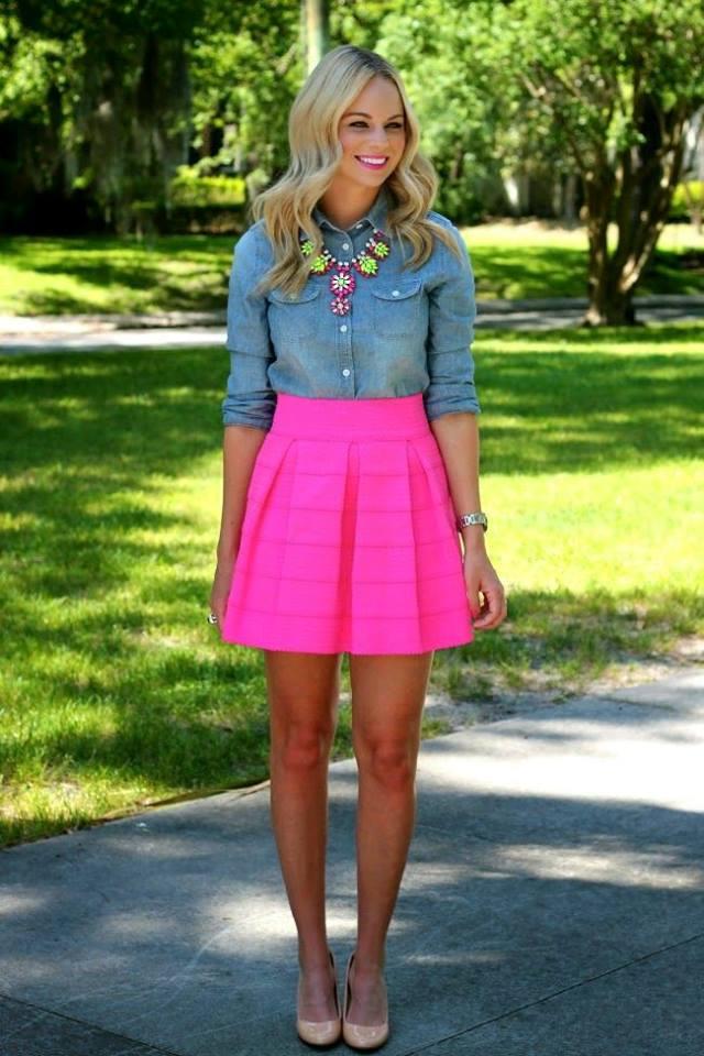 como-combinar-una-blusa-de-mezclilla-con-falda