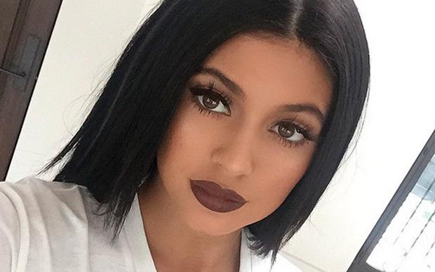 Como llevar un labial de color oscuro