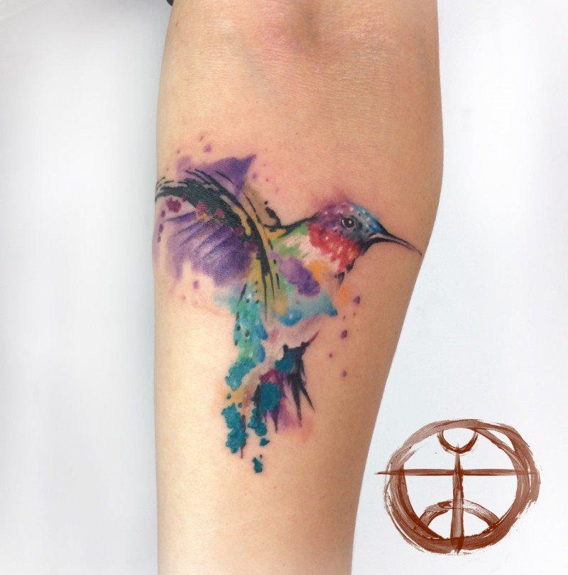 tatuaje-de-mujer-colibri