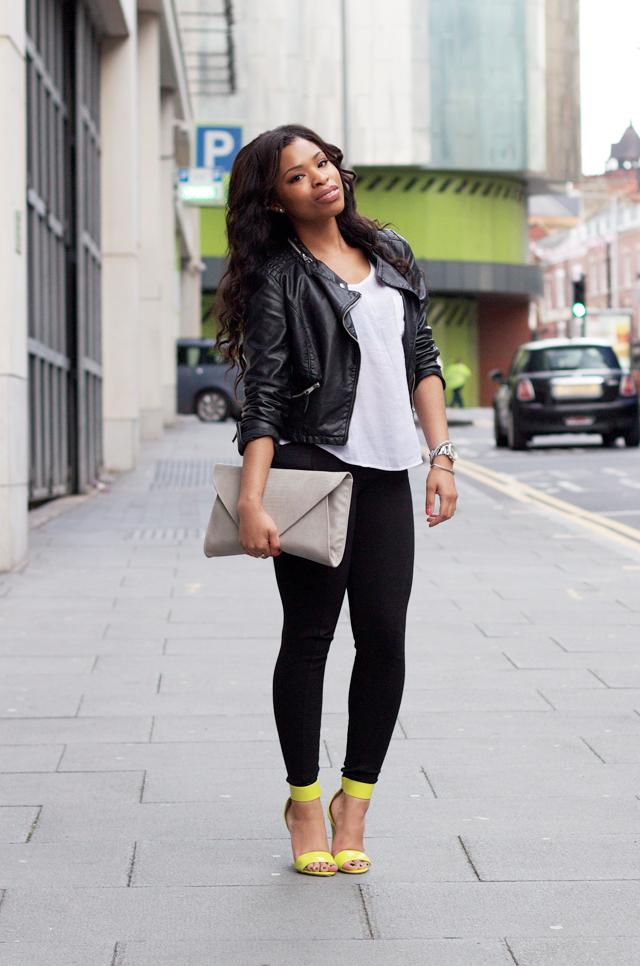 chamarra de cuero jeans negros - Como Combinar Tus Jeans De Color Negro