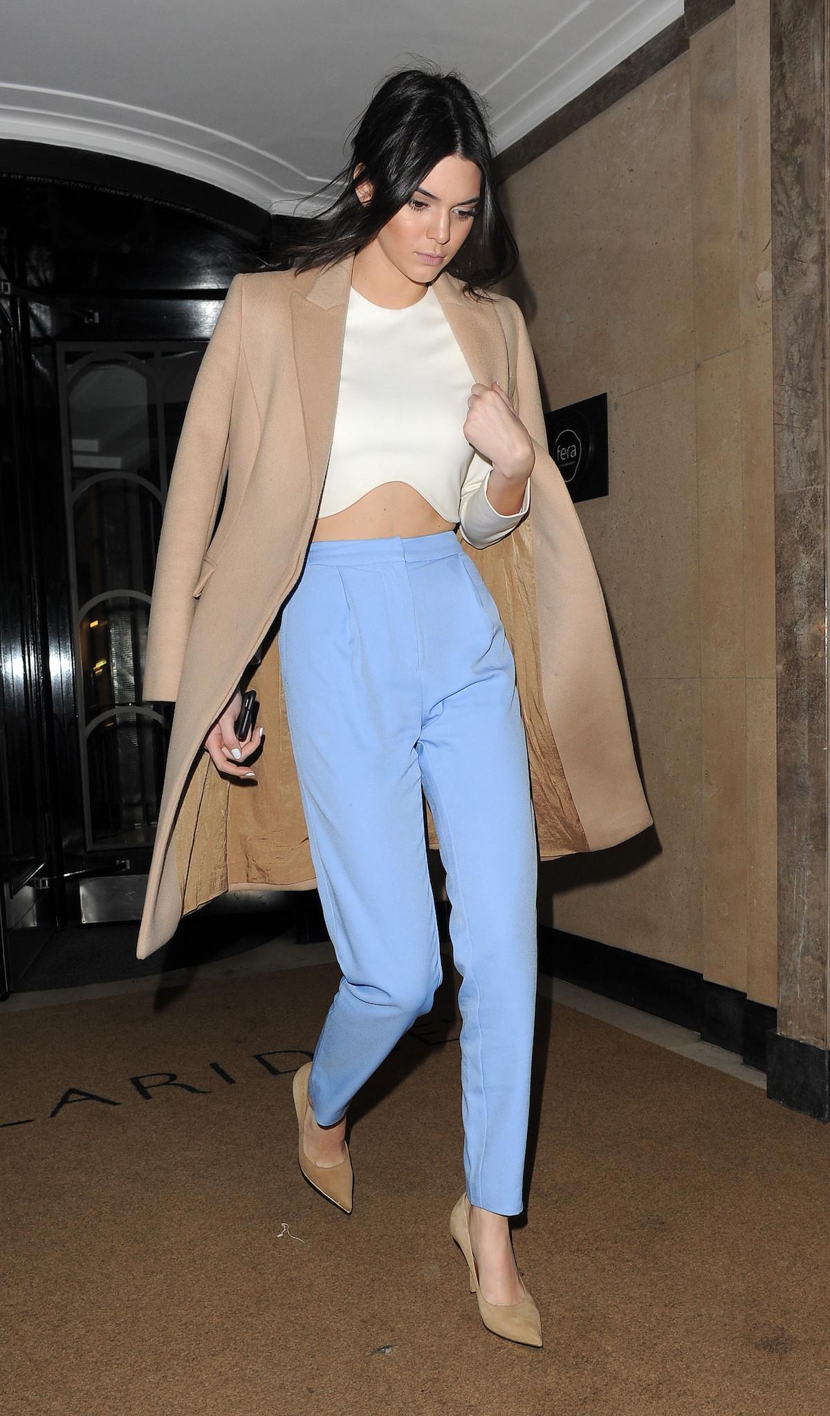 crop top blanco - Los Mejores Looks De Invierno De Kendall Jenner