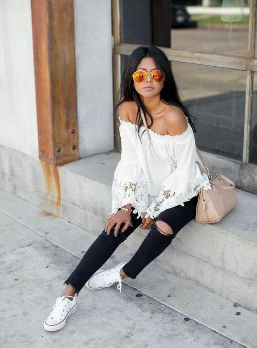 jeans negros con tenis blancos - Como Combinar Tus Jeans De Color Negro