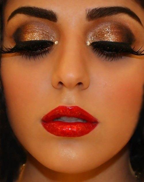 maquillaje ojos dorados labios rojos - Tips de maquillaje para las fiestas navideñas en color dorado