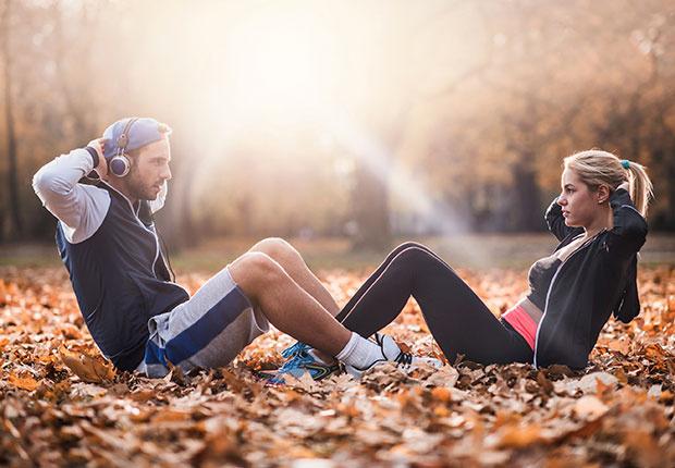 abdominales en pareja - Ejercicios en pareja que puedes hacer con tu novio