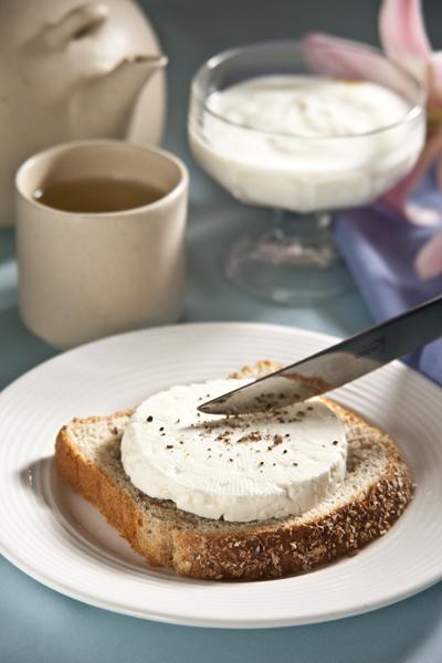 pan con queso - Alimentos Que Puedes Consumir Por La Noche Sin Subir De Peso