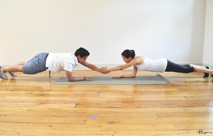 plancha ejercicio en pareja - Ejercicios en pareja que puedes hacer con tu novio
