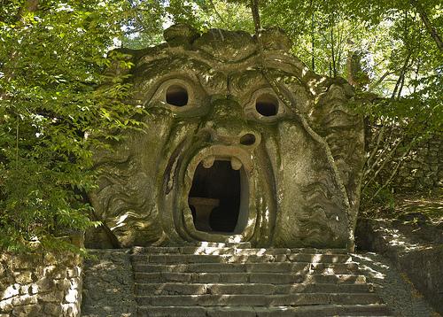 bosque sagrado italia - 10 sitios turísticos que seguro te darán escalofríos