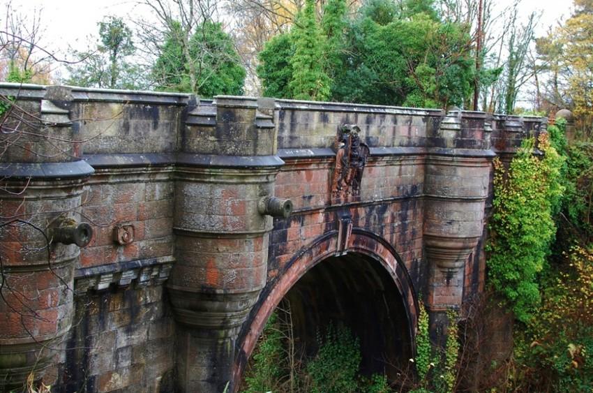 puente de overtoun - 10 sitios turísticos que seguro te darán escalofríos