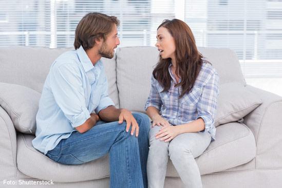 pareja hablando - Consejos Para Que Tu Matrimonio Sea Feliz Y Duradero