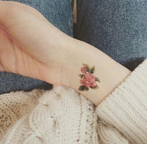 tatuaje flor1 - Pequeños Y Hermosos Tatuajes De Flores Para Mujer