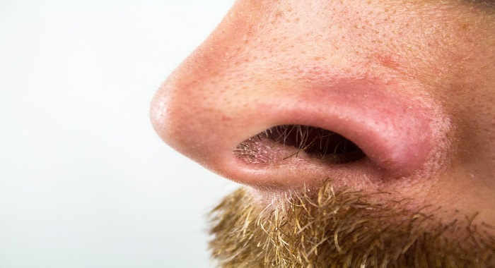 Cómo eliminar los vellos de la nariz