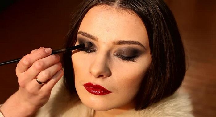 Formas efectivas de maquillarte de manera básica