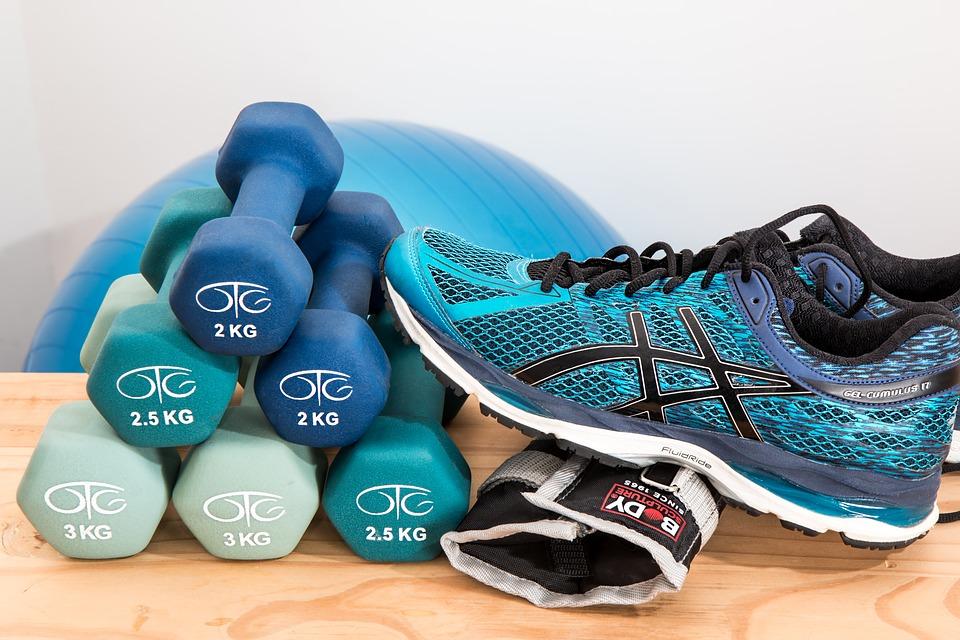En este momento estás viendo ¿Cómo iniciar un programa de ejercicio con pesas?