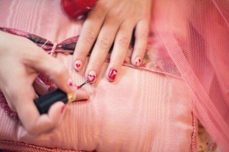 ¿Cómo aumentar la duración de los diseños de esmaltes de uñas?