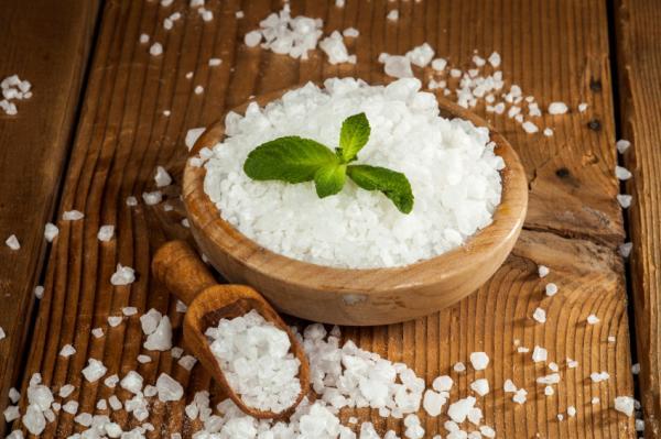 En este momento estás viendo 5 razones por las que deberías usar un exfoliante con sal