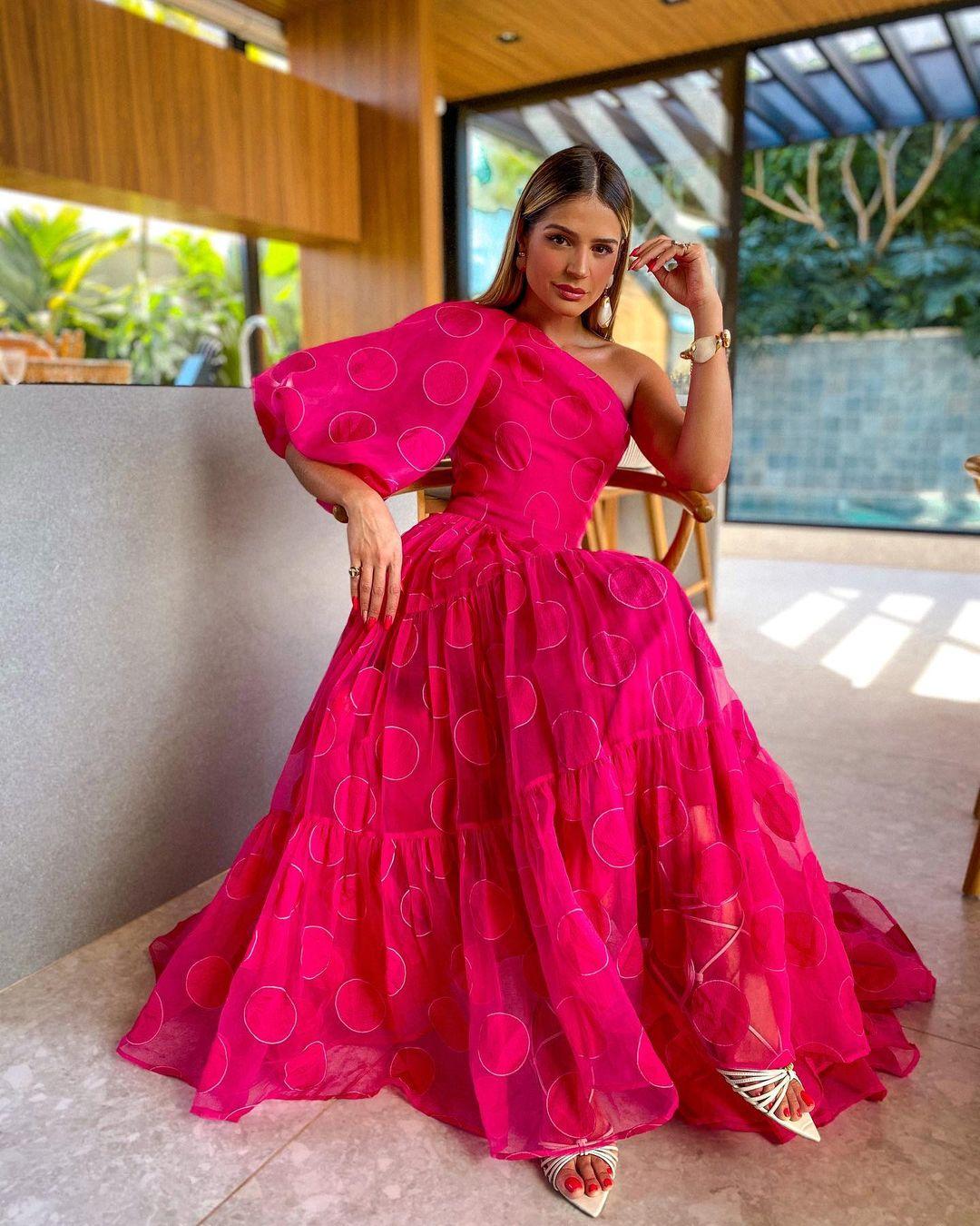 1612584555 321 echa un vistazo a las opciones para comprar y 30 - 40 modelos de vestidos rosas para un look que no pasa desapercibido