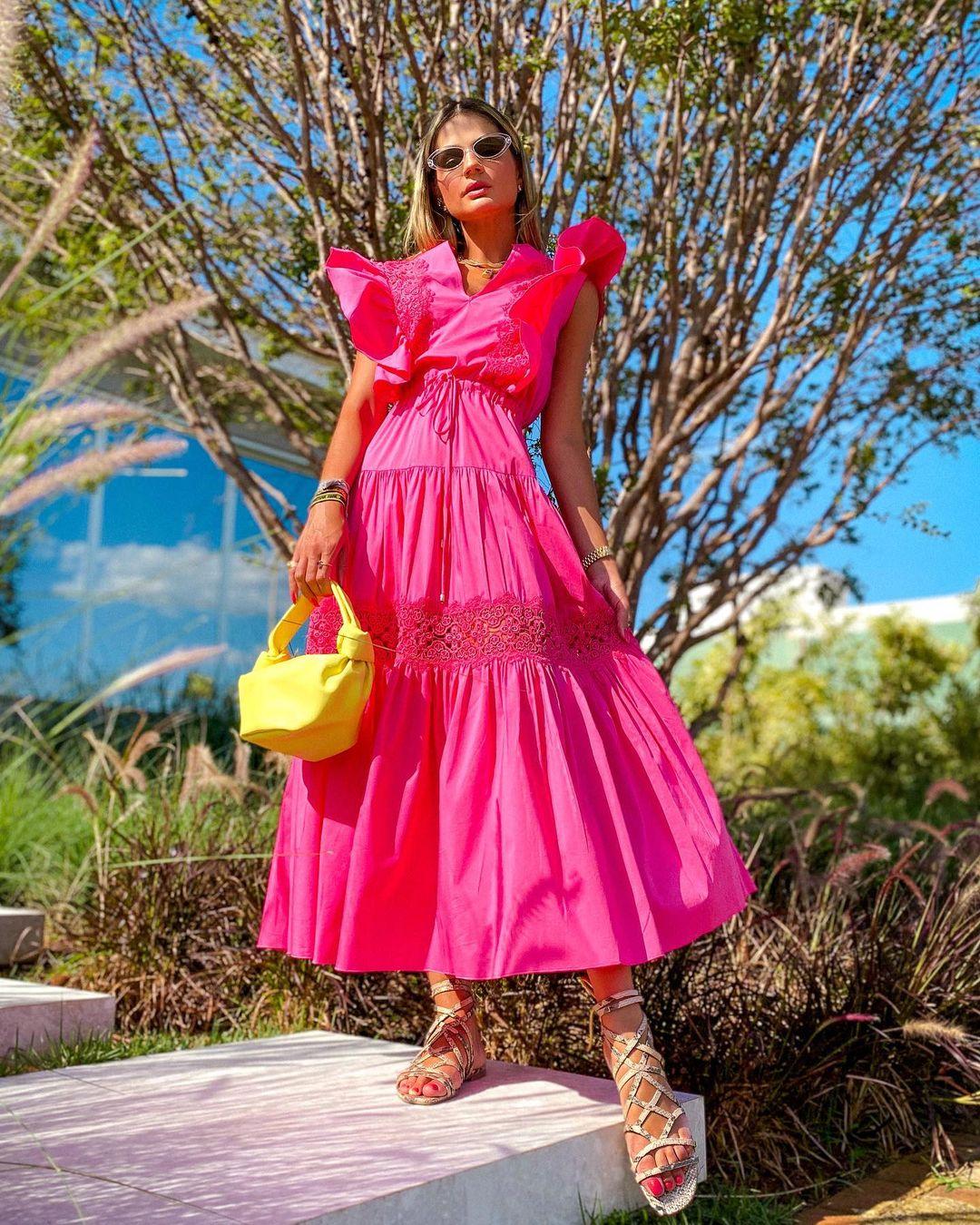 1612584560 177 echa un vistazo a las opciones para comprar y 30 - 40 modelos de vestidos rosas para un look que no pasa desapercibido