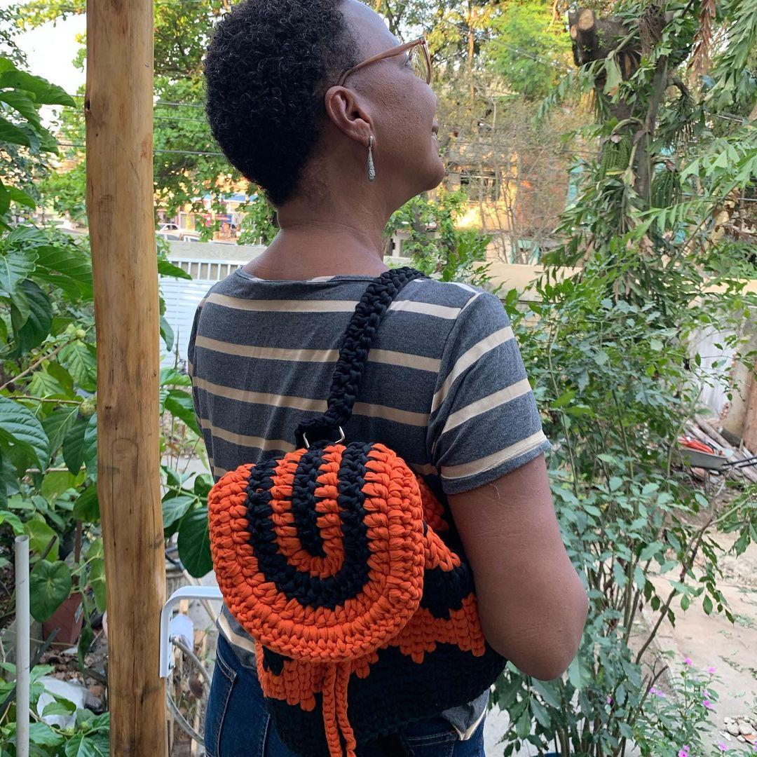 1612585364 569 40 fotos para combinar la pieza con tu look - 40 inspiraciones increíbles para que uses la mochila de crochet
