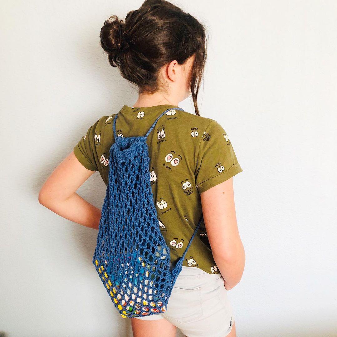 1612585365 330 40 fotos para combinar la pieza con tu look - 40 inspiraciones increíbles para que uses la mochila de crochet