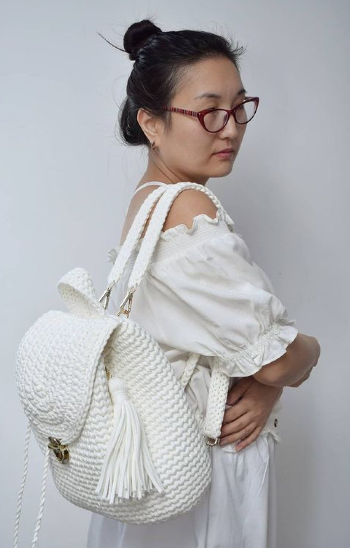 1612585365 762 40 fotos para combinar la pieza con tu look - 40 inspiraciones increíbles para que uses la mochila de crochet