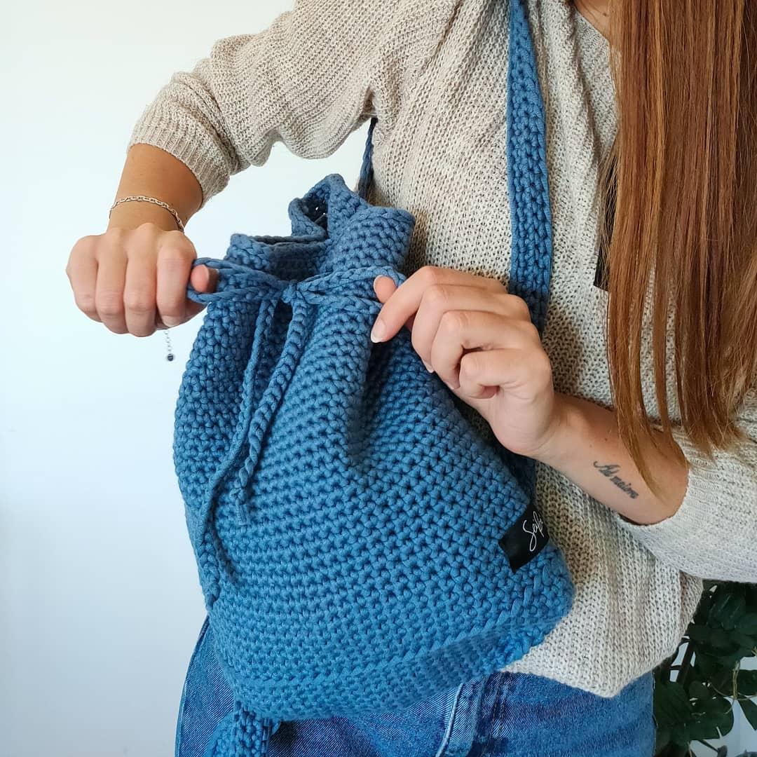 1612585366 449 40 fotos para combinar la pieza con tu look - 40 inspiraciones increíbles para que uses la mochila de crochet