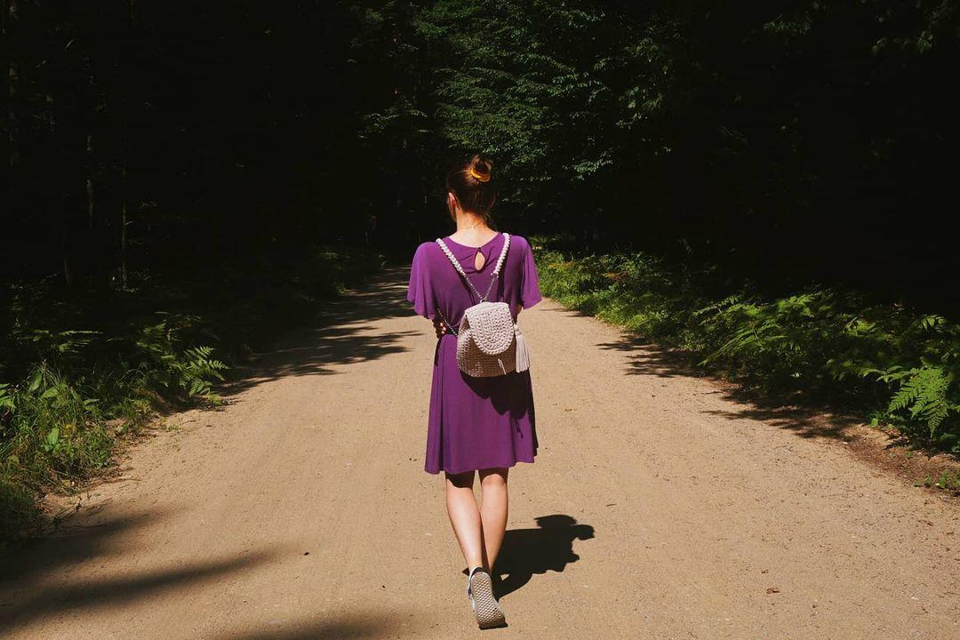 1612585366 565 40 fotos para combinar la pieza con tu look - 40 inspiraciones increíbles para que uses la mochila de crochet