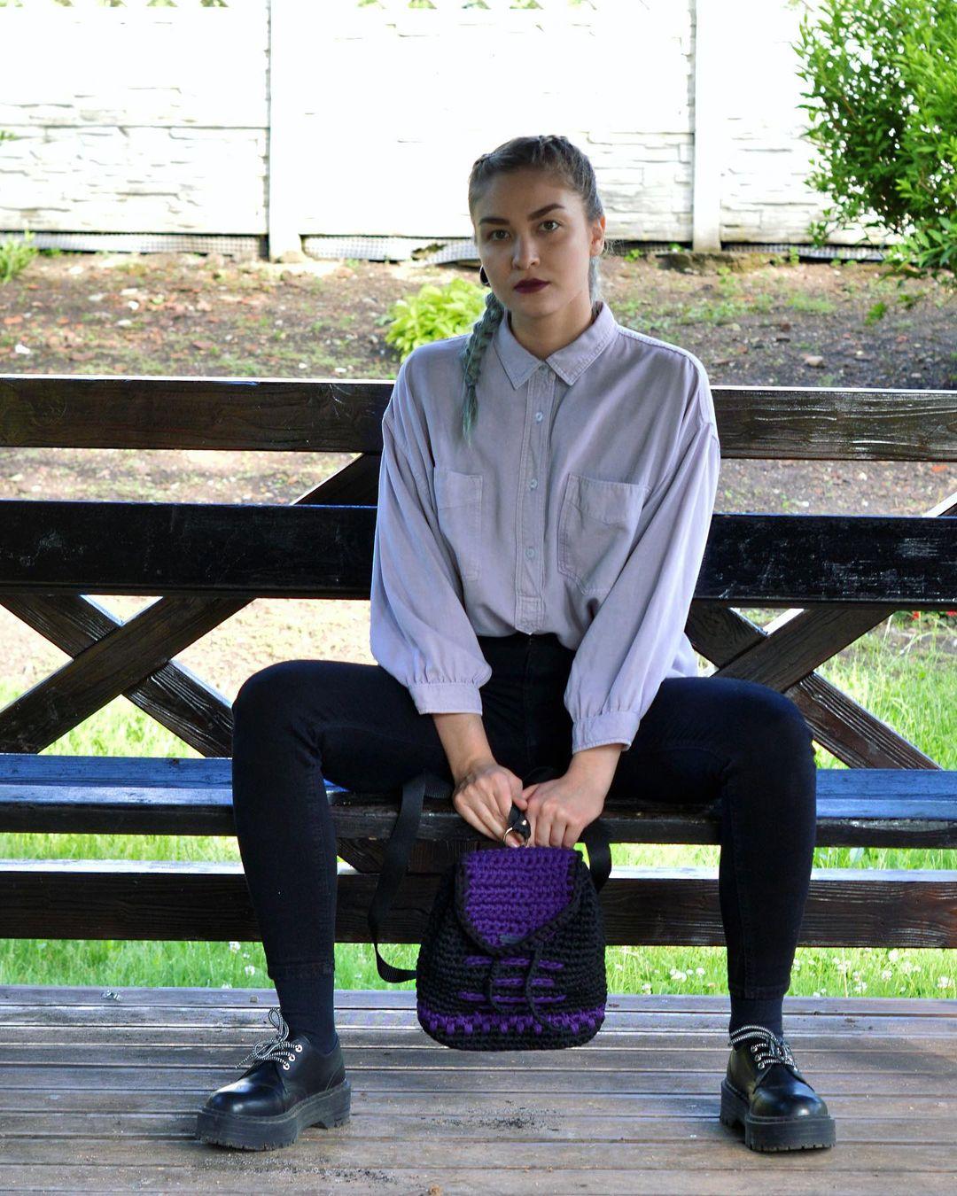1612585366 610 40 fotos para combinar la pieza con tu look - 40 inspiraciones increíbles para que uses la mochila de crochet