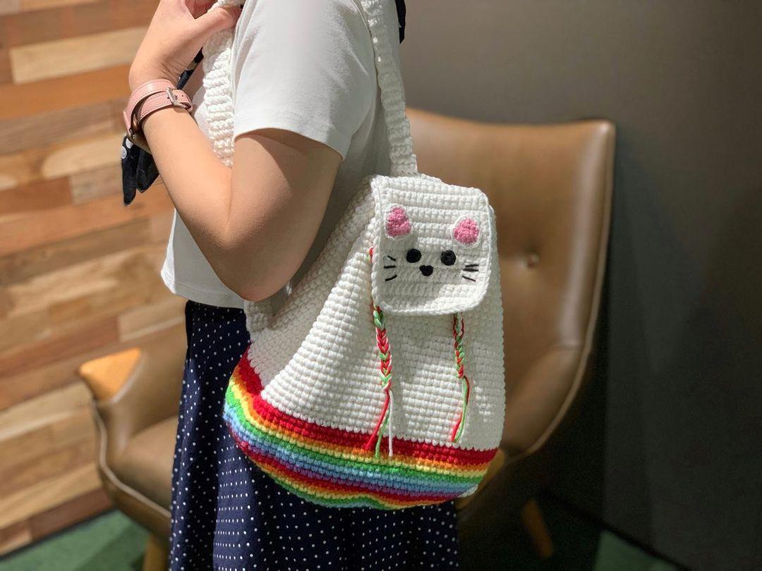 1612585367 238 40 fotos para combinar la pieza con tu look - 40 inspiraciones increíbles para que uses la mochila de crochet