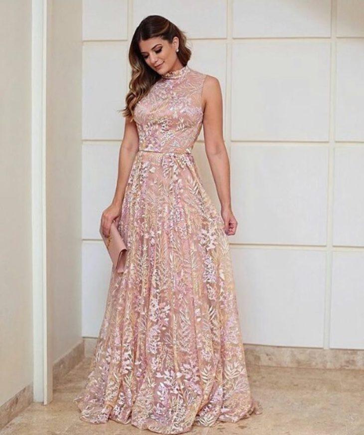 1613158067 173 32 inspiraciones de vestidos de oro rosa llenas de elegancia - 32 Inspiradores vestidos rosas llenos de elegancia y estilo