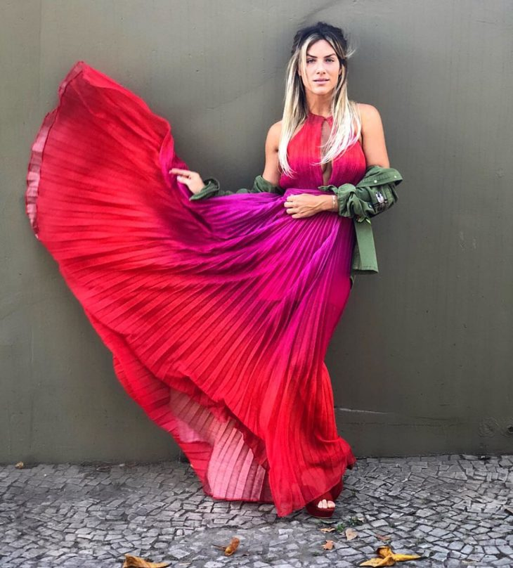 1613158068 774 32 inspiraciones de vestidos de oro rosa llenas de elegancia - 32 Inspiradores vestidos rosas llenos de elegancia y estilo