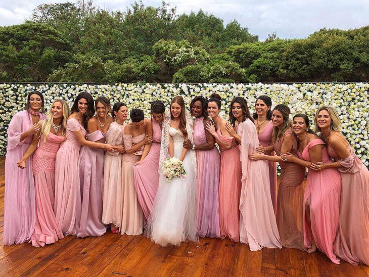1613158068 869 32 inspiraciones de vestidos de oro rosa llenas de elegancia - 32 Inspiradores vestidos rosas llenos de elegancia y estilo