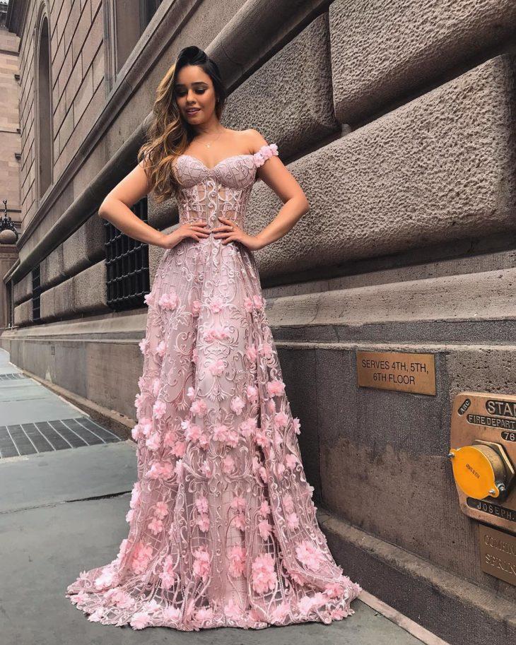 1613158069 794 32 inspiraciones de vestidos de oro rosa llenas de elegancia - 32 Inspiradores vestidos rosas llenos de elegancia y estilo