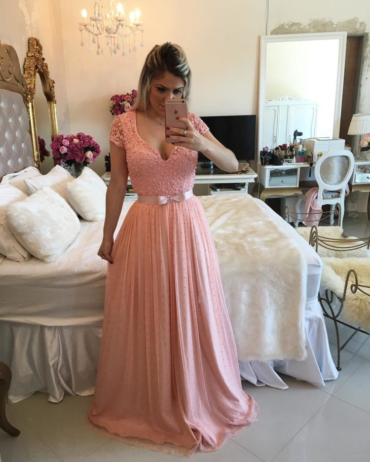 1613158070 272 32 inspiraciones de vestidos de oro rosa llenas de elegancia - 32 Inspiradores vestidos rosas llenos de elegancia y estilo