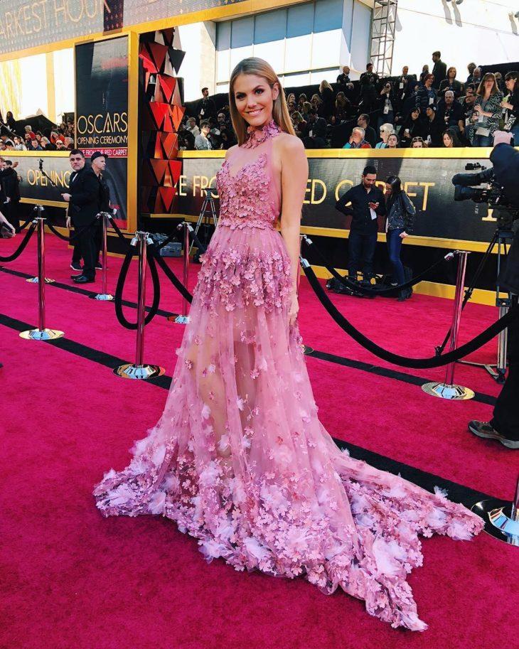1613158071 608 32 inspiraciones de vestidos de oro rosa llenas de elegancia - 32 Inspiradores vestidos rosas llenos de elegancia y estilo