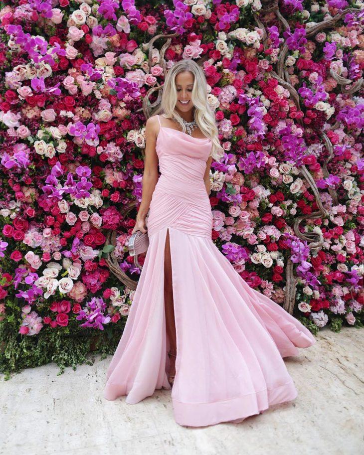 1613158071 77 32 inspiraciones de vestidos de oro rosa llenas de elegancia - 32 Inspiradores vestidos rosas llenos de elegancia y estilo