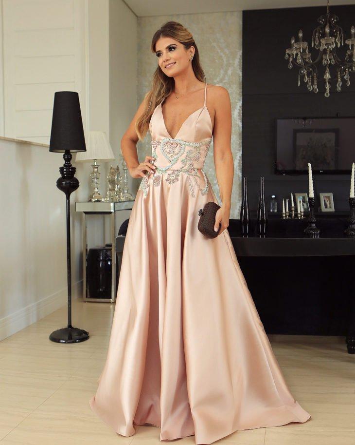 1613158073 467 32 inspiraciones de vestidos de oro rosa llenas de elegancia - 32 Inspiradores vestidos rosas llenos de elegancia y estilo