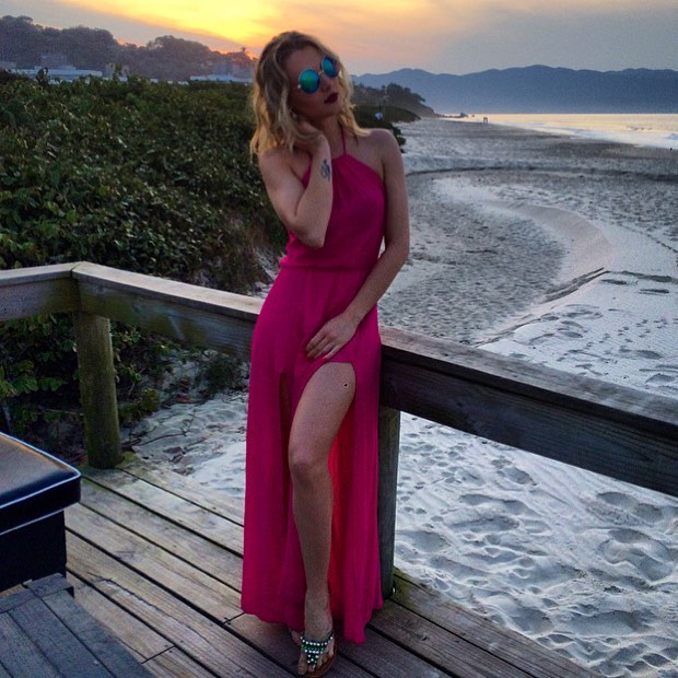 1613158073 873 32 inspiraciones de vestidos de oro rosa llenas de elegancia - 32 Inspiradores vestidos rosas llenos de elegancia y estilo