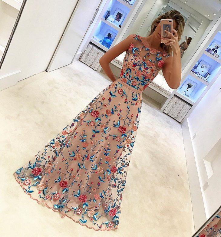 1613158073 893 32 inspiraciones de vestidos de oro rosa llenas de elegancia - 32 Inspiradores vestidos rosas llenos de elegancia y estilo