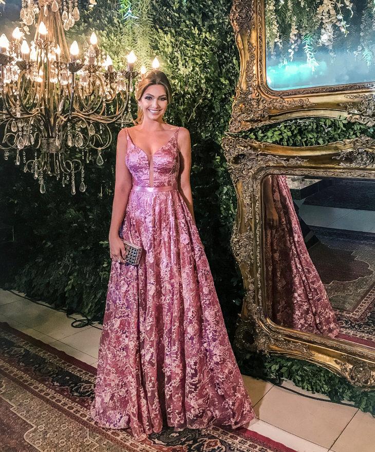 1613158074 597 32 inspiraciones de vestidos de oro rosa llenas de elegancia - 32 Inspiradores vestidos rosas llenos de elegancia y estilo