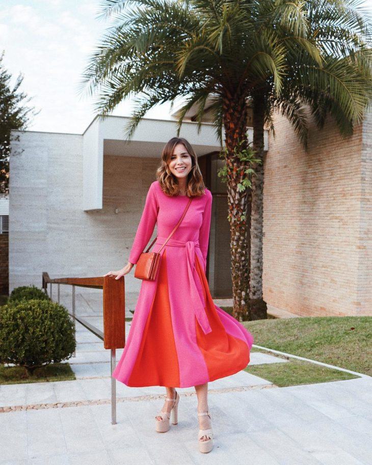 1613158074 92 32 inspiraciones de vestidos de oro rosa llenas de elegancia - 32 Inspiradores vestidos rosas llenos de elegancia y estilo