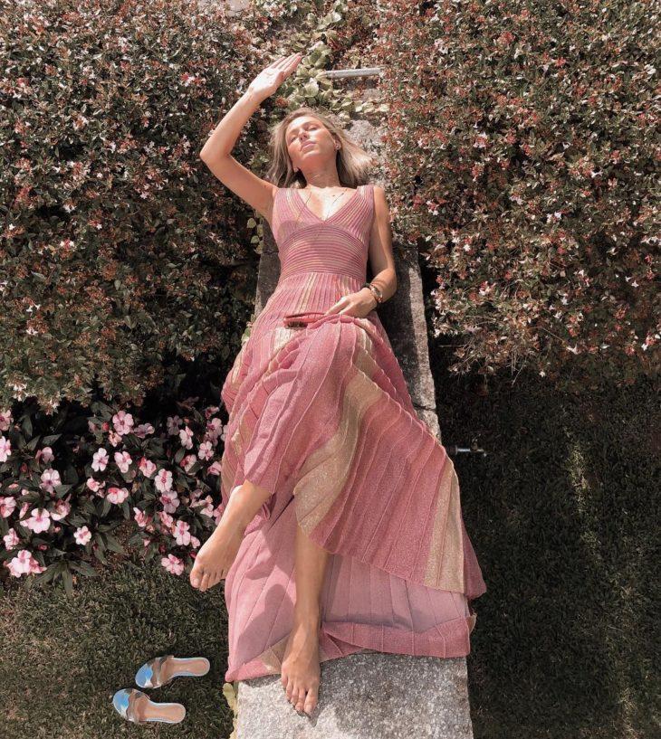 1613158075 19 32 inspiraciones de vestidos de oro rosa llenas de elegancia - 32 Inspiradores vestidos rosas llenos de elegancia y estilo