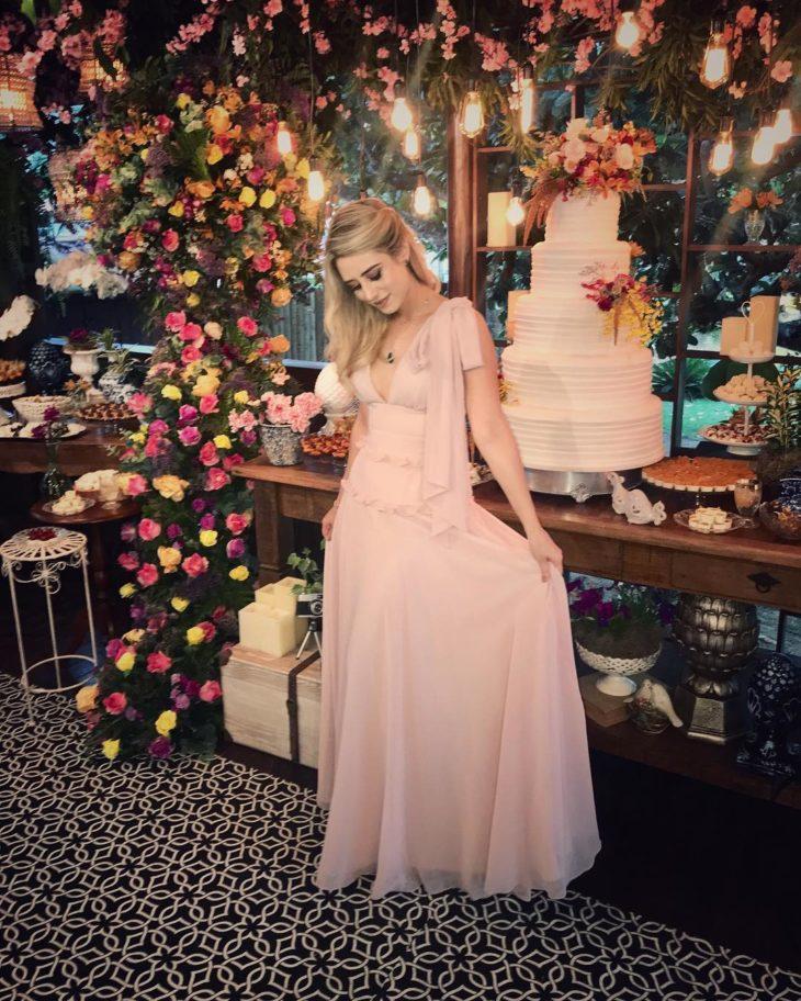 1613158075 267 32 inspiraciones de vestidos de oro rosa llenas de elegancia - 32 Inspiradores vestidos rosas llenos de elegancia y estilo