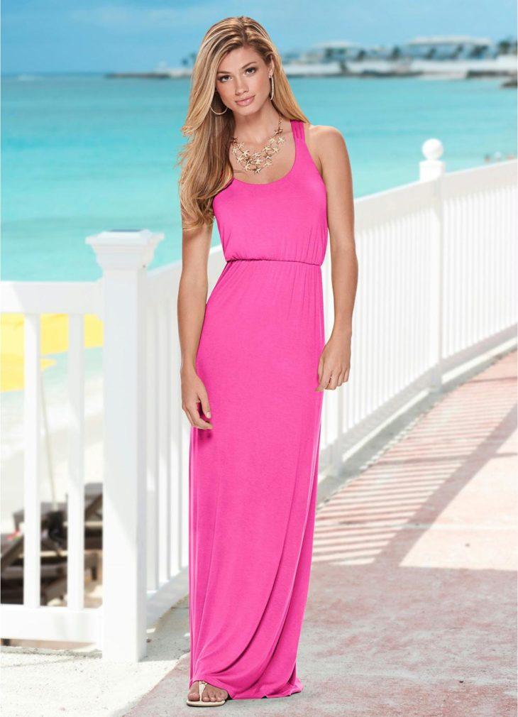 1613158075 704 32 inspiraciones de vestidos de oro rosa llenas de elegancia - 32 Inspiradores vestidos rosas llenos de elegancia y estilo