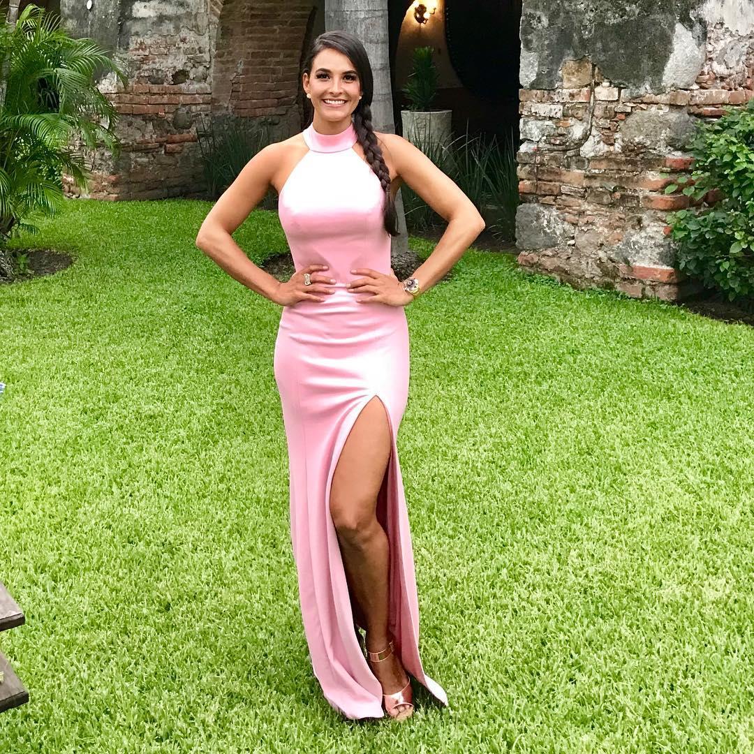 1613158076 142 32 inspiraciones de vestidos de oro rosa llenas de elegancia - 32 Inspiradores vestidos rosas llenos de elegancia y estilo