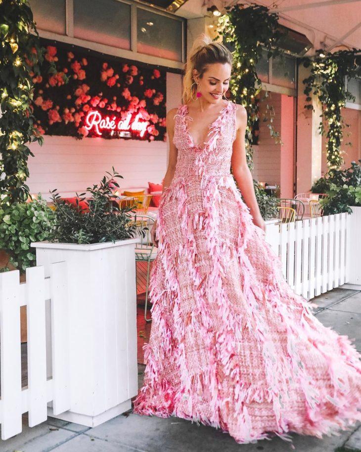 1613158076 629 32 inspiraciones de vestidos de oro rosa llenas de elegancia - 32 Inspiradores vestidos rosas llenos de elegancia y estilo