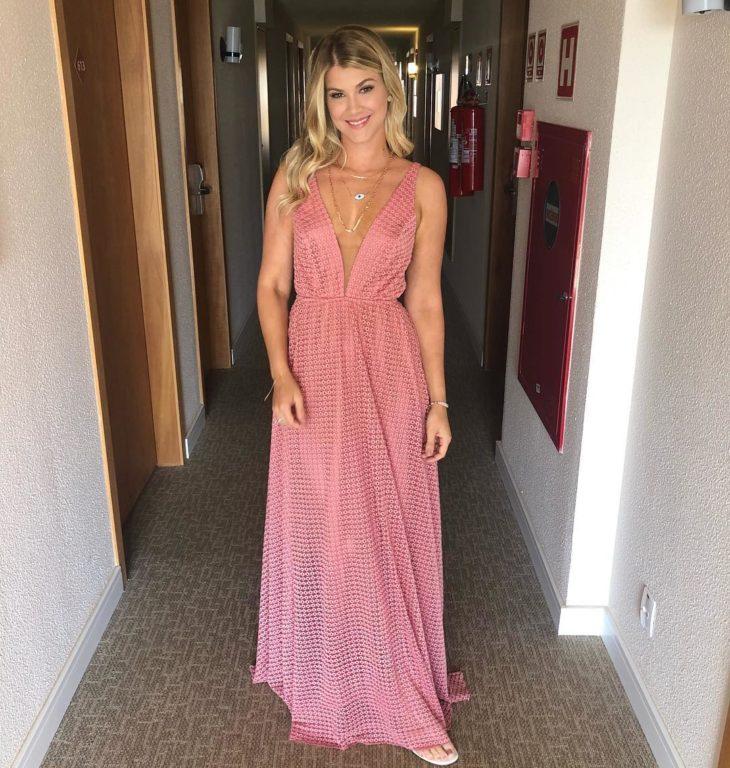 1613158076 719 32 inspiraciones de vestidos de oro rosa llenas de elegancia - 32 Inspiradores vestidos rosas llenos de elegancia y estilo