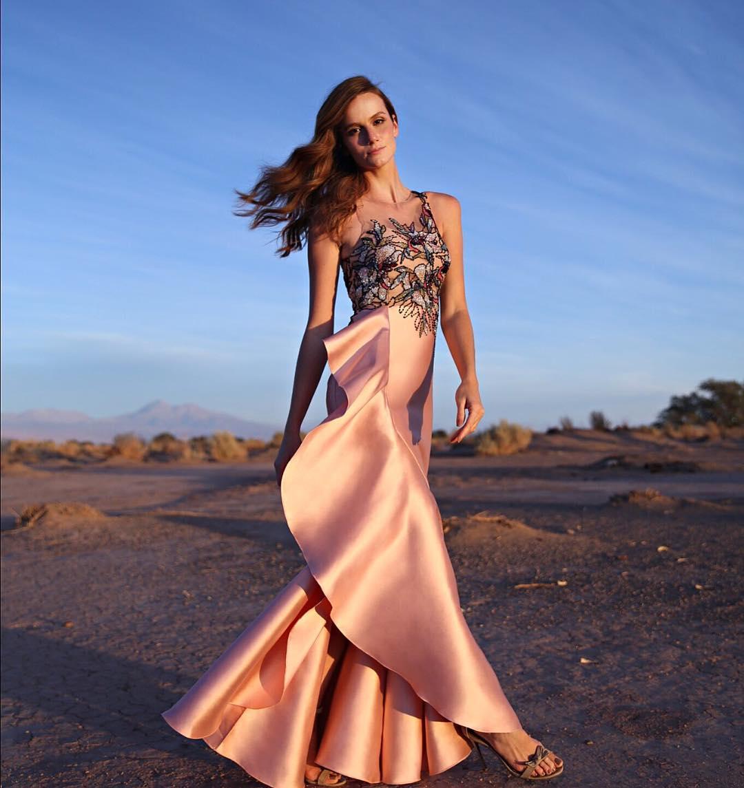 1613158077 339 32 inspiraciones de vestidos de oro rosa llenas de elegancia - 32 Inspiradores vestidos rosas llenos de elegancia y estilo
