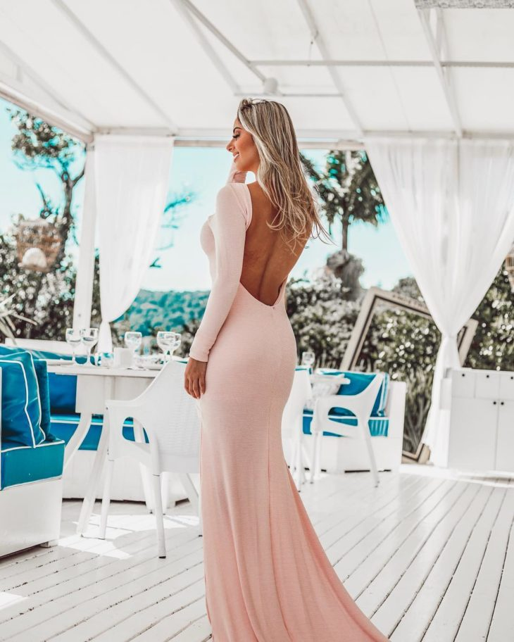 1613158077 826 32 inspiraciones de vestidos de oro rosa llenas de elegancia - 32 Inspiradores vestidos rosas llenos de elegancia y estilo